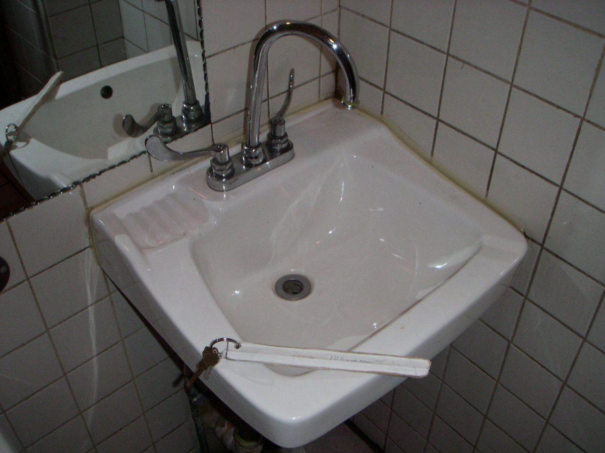 gas_station_bathroom_key