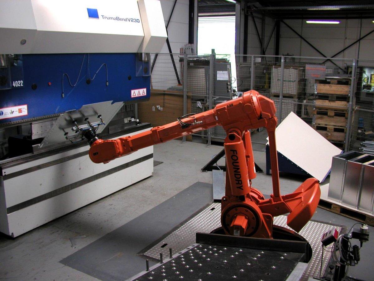 bend_press_robot_png