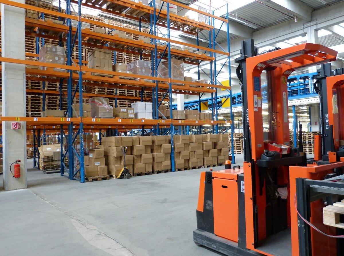 factory_industrial_hall_logistics_0